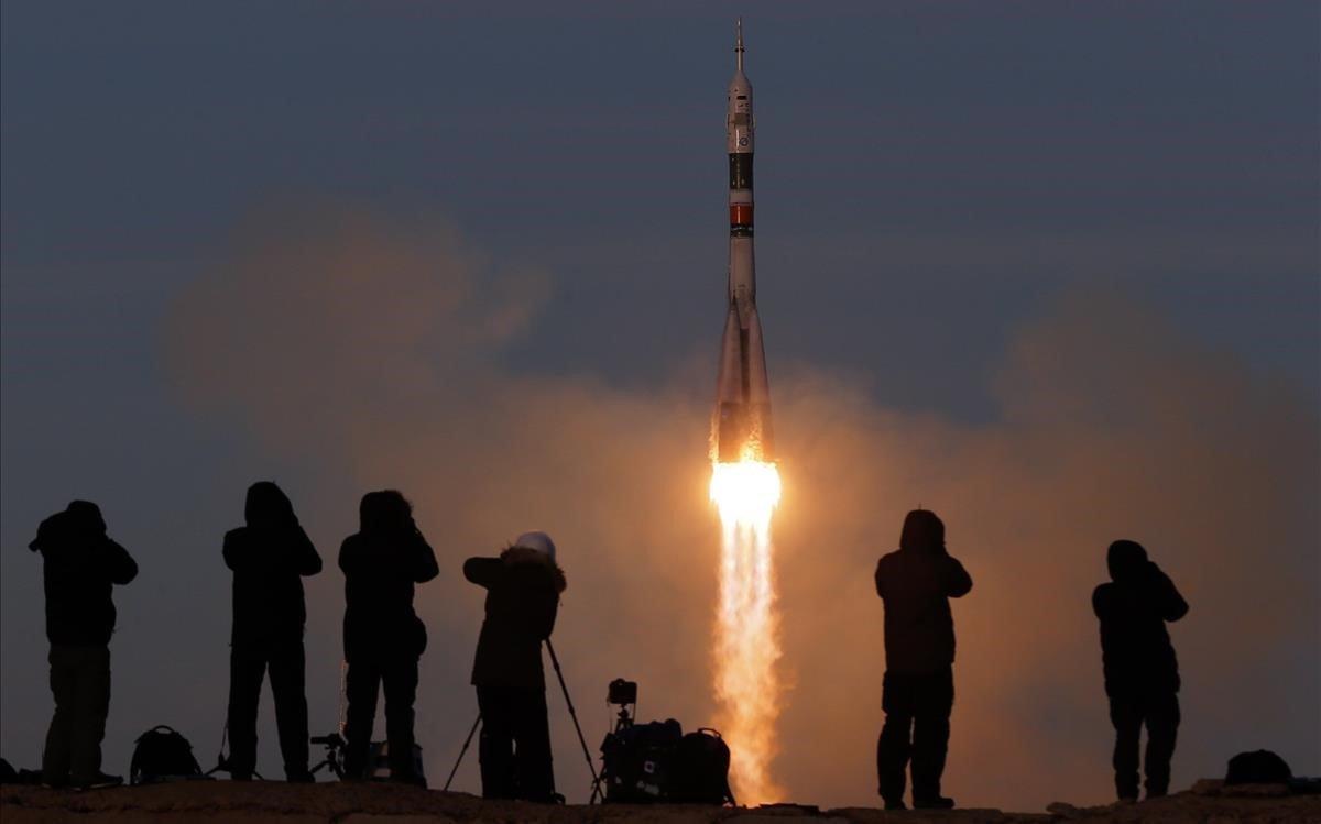 La nau espacial Soiuz s'enlaira amb èxit després de l'accident de l'octubre