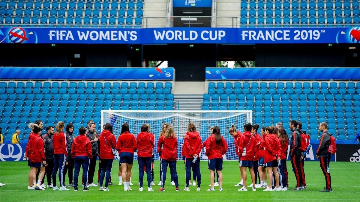 Lasjugadoras de España en un entrenamiento en el Stade Océane de Le Havre.
