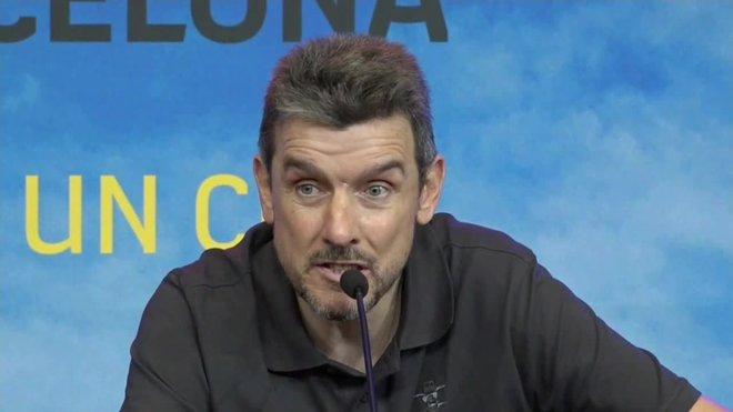 El exportero Juan Carlos Unzué, miembro del cuerpo técnico del Barcelona en varias etapas y exentrenador del Numancia, Celta y Girona, ha anunciado este jueves que tiene esclerosis lateral amiotrófica (ELA) y que acaba su etapa como entrenador.