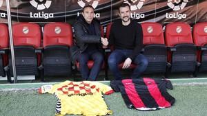 Rodri y López Garai, en la foto protocolaria antes del derbi en el Nou Estadi.