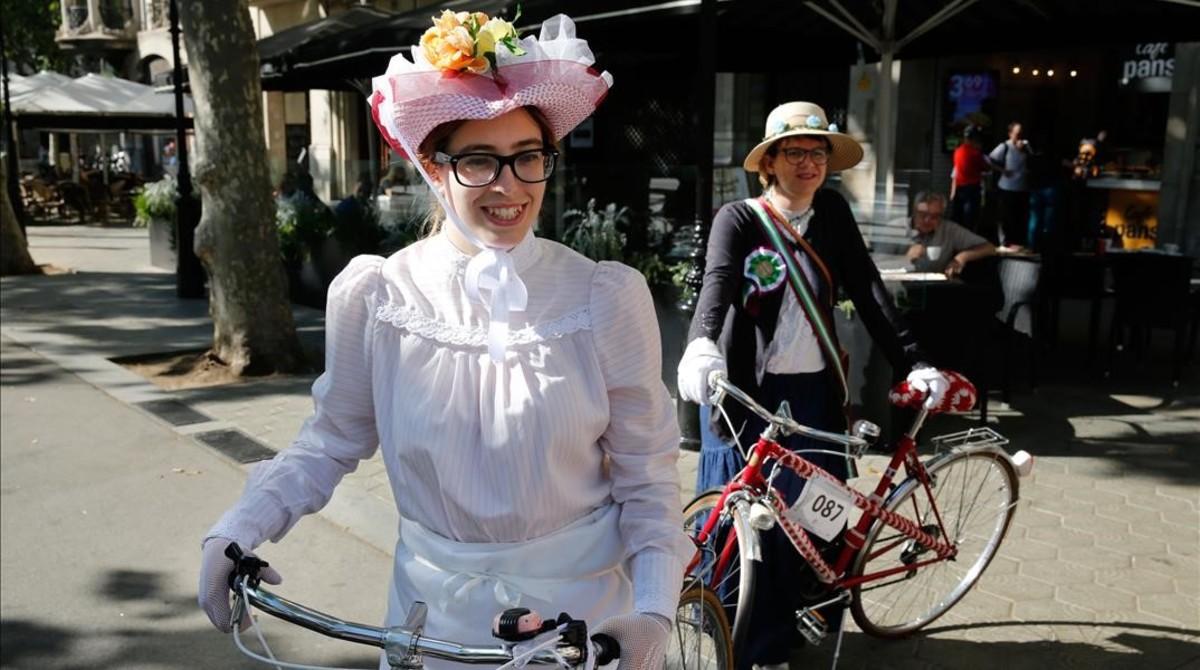 Los sombreros eran un complemento imprescindible a principios del siglo XIX.