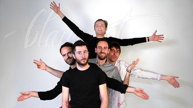 El grupo catalán interpreta De moment.