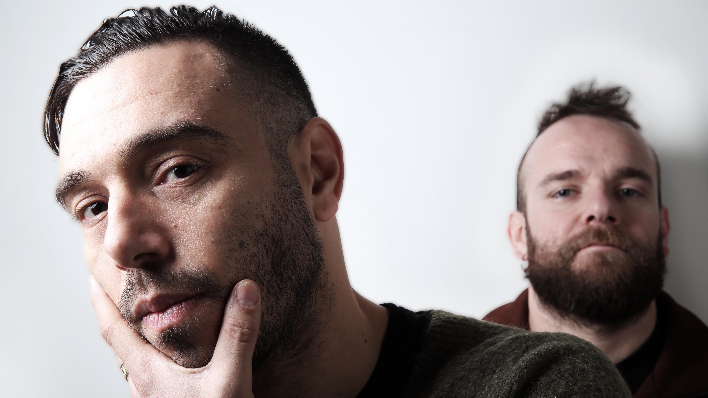 Sharif Fernández y El Niño de la Hipoteca cantan 'Culpable' en acústico.