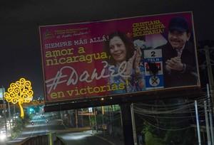 Cartel electoral de Ortega y su esposa Murillo.