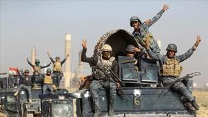 Soldados iraquís ensu avance hacia la ciudad de Kirkuk.