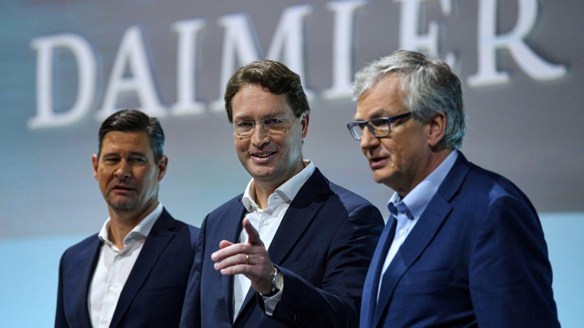 Ola Källenius, en el centro, presidente del grupo Daimler AG.