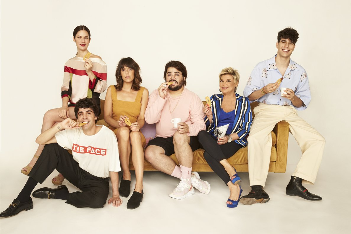 Javier Ambrossi, Lidia San José, Belén Cuesta, Brays Efe, Terelu Campos y Javier Calvo, de 'Paquita Salas'.