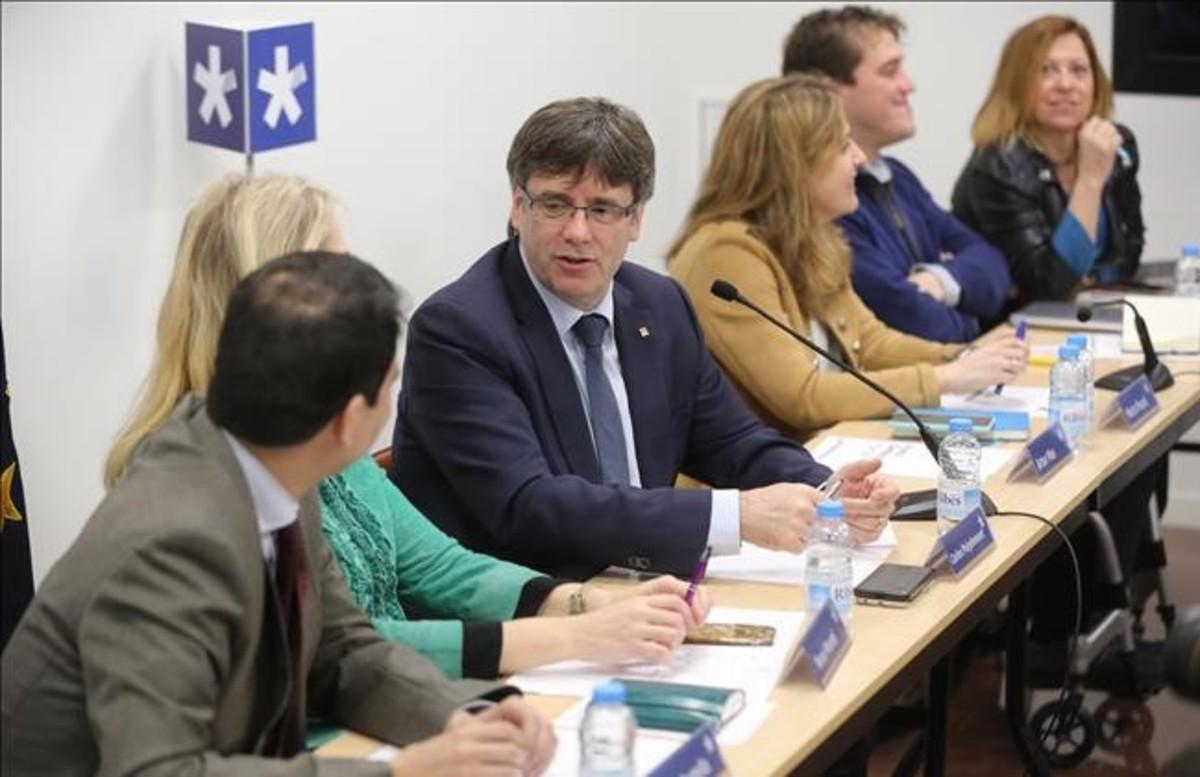 El president Puigdemont en una reunión de la ejecutiva del PDECat.