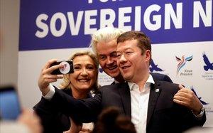 Le Pen, Okamura y Wilders se hacen una foto en Praga.