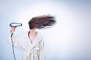 ¿Por qué se cae el pelo en otoño, y más con el coronavirus?