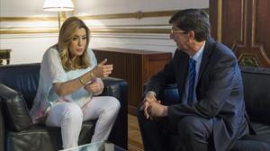 La presidenta en funciones, Susana Díaz, se reúne, este martes, con el líder de Ciudadanos en Andalucía, Juan Marín.