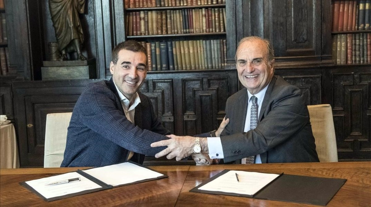 El presidente de Foment,Joaquim Gay de Montellà (derecha) yel presidente deBarcelona Tech City, Miguel Vicente.