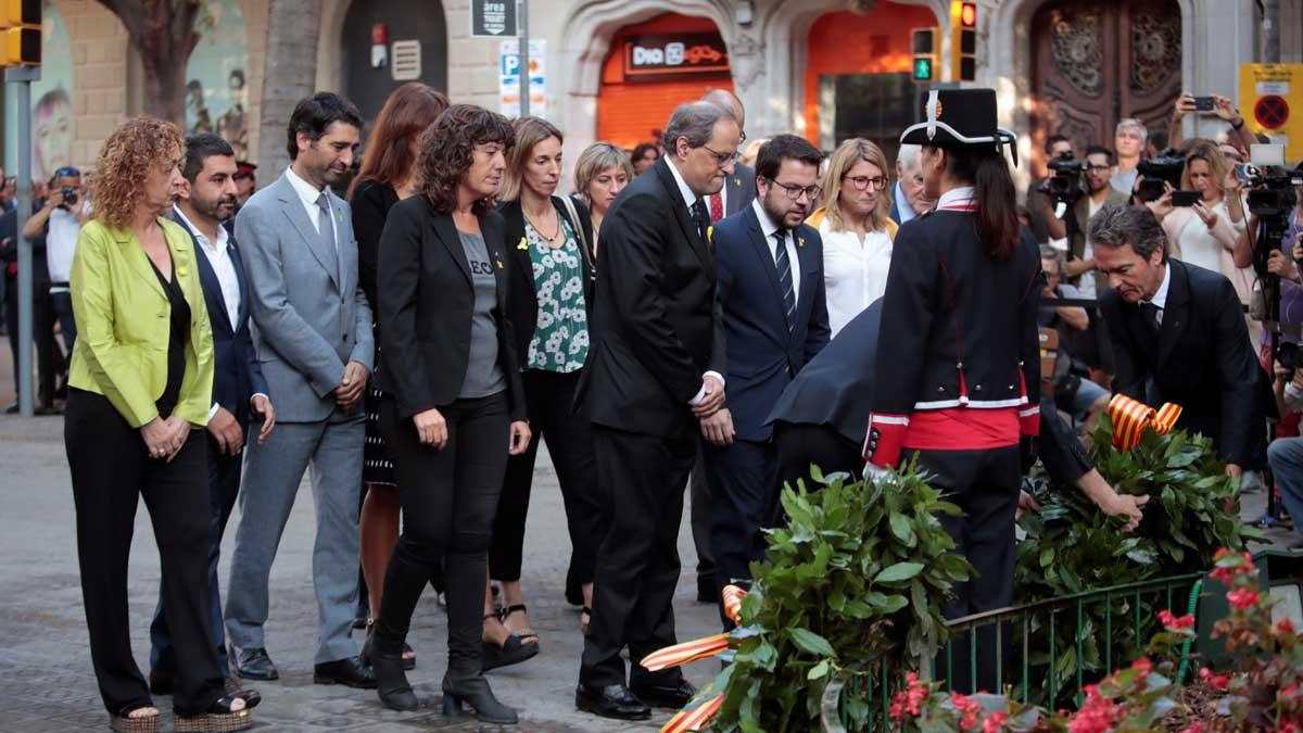 Quim Torra y Ada Colau, en la tradicional ofrenda al monumento de Rafael Casanova por la Diada.