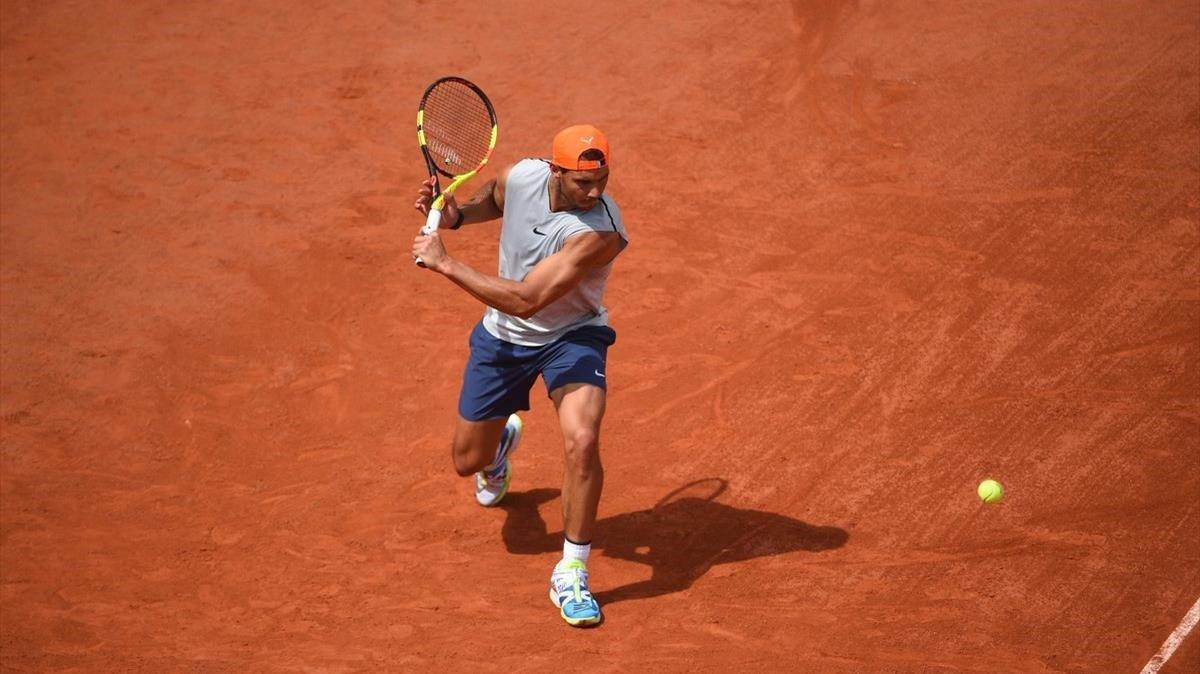 Rafa Nadal, en un entrenamiento en Roland Garros.