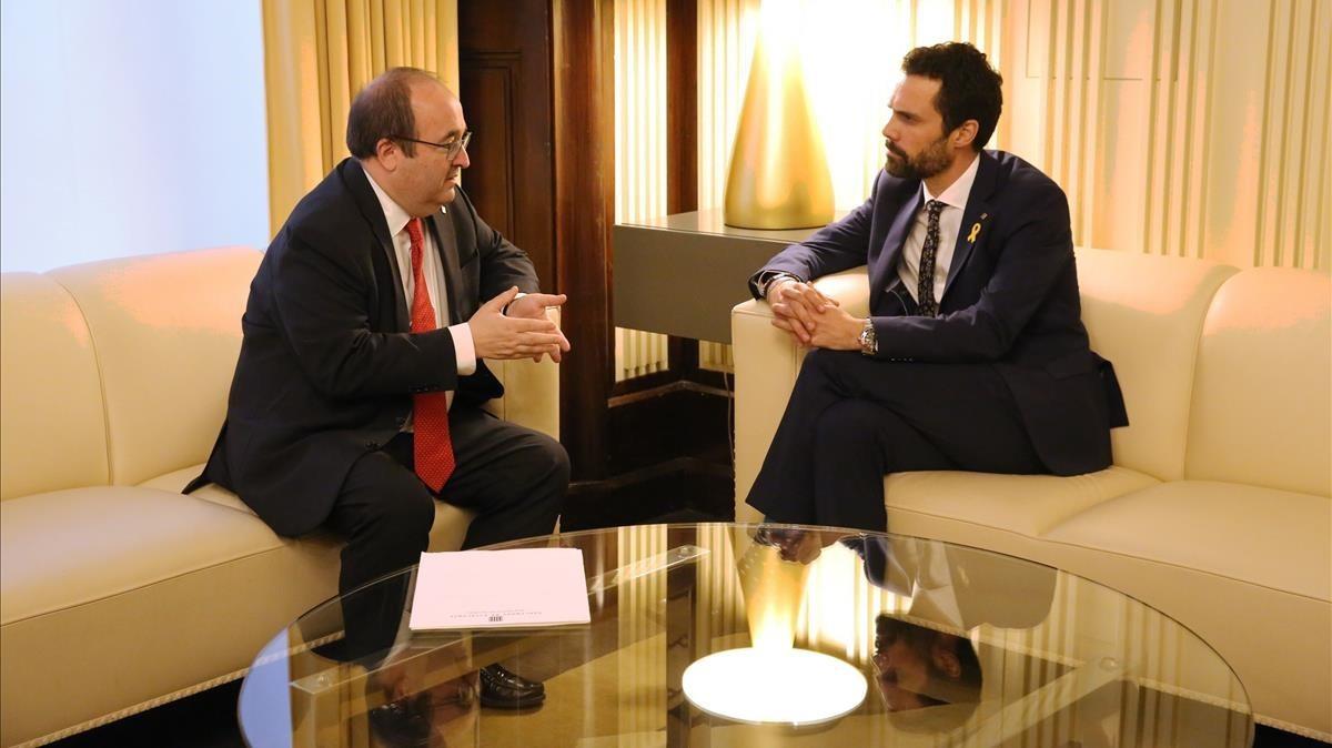 Reunión entre Miquel Iceta y Roger Torrent en el Parlament.