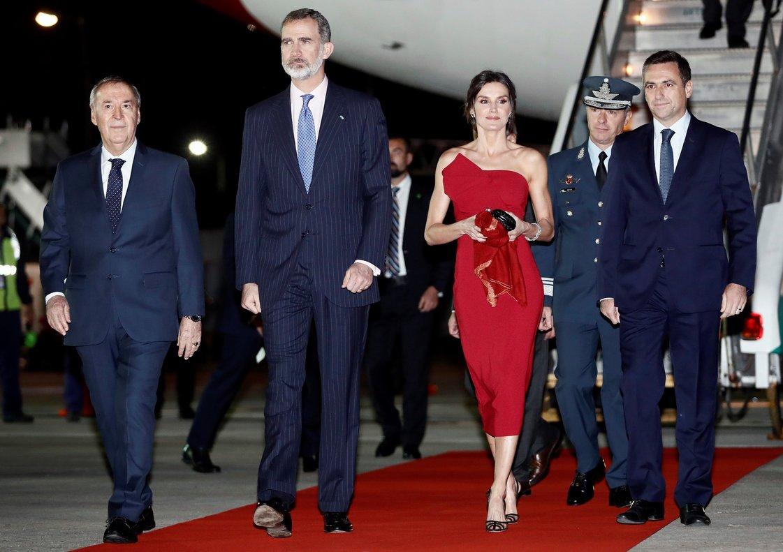 Los reyes de Espana a su llegada a la ciudad argentina de Cordoba.