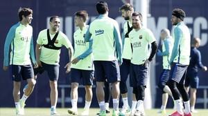 Sergi Roberto, Alcácer, Denis, Suárez, Piqué, Messi y Neymar, en el entrenamiento del Barça.