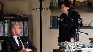 Fernando Guillén Cuervo y Luisa Martín, en la serie de TVE-1 'Servir y proteger'.