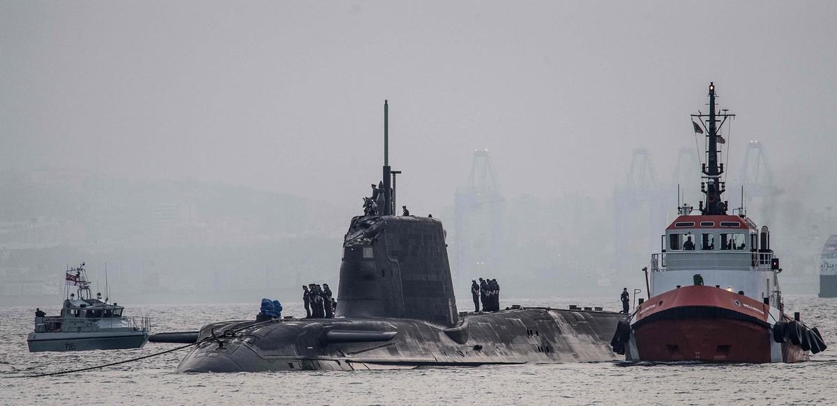 El submarino nuclear HMS Ambush, en aguas de Gibraltar, el 20 de julio.
