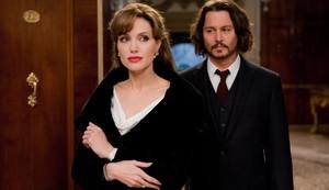 Angelina Jolie y Johnny Depp, en una escena de la película The tourist.