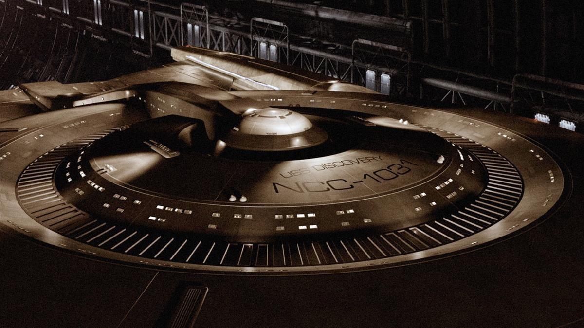 Espectacular imagen de la nueva nave Entreprise, ahora denominada Discovery, que aparece en la serie Star Trek: Discovery.