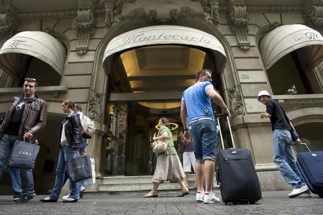 Turistas extranjeros en un hotel de las Ramblas.