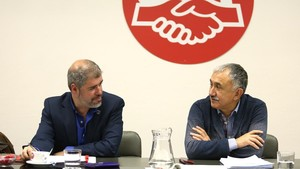 Unai Sordo (izquierda) y Pepe Álvarez (derecha), presiden una reunión de las ejecutivas de CCOO y UGT.