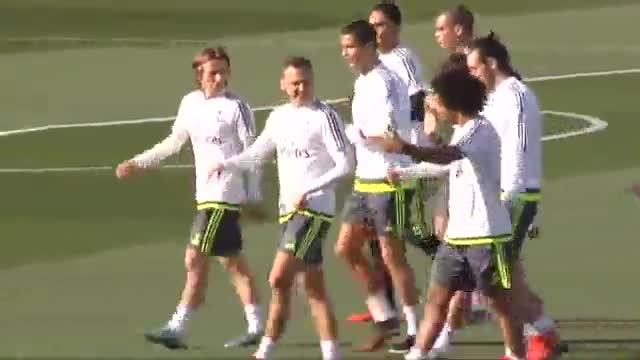 El entrenador madridista Rafa Benítez, tiene todos los jugadores del equipo a su disposición en su primer clásico ente el Barça.