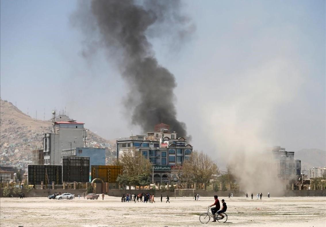 Una explosión en Kabul por la mañana.