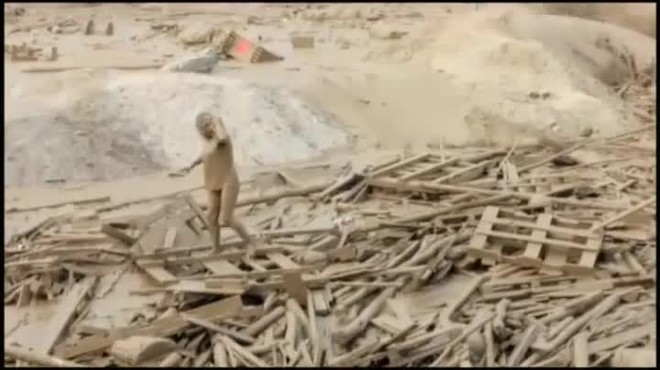 Una mujer arrastrada más de 50 metros por una marea de lodo y maderas debida a las lluvias torrenciales.