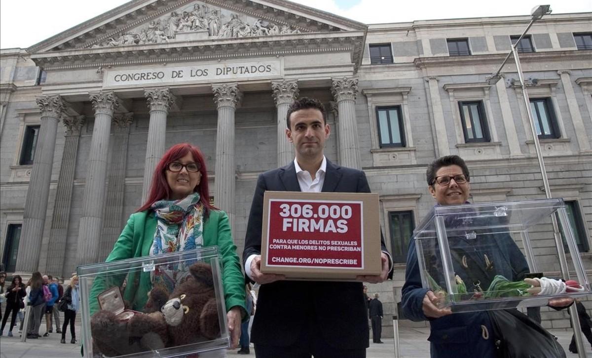 Miguel Ángel Hurtado, impulsor de la iniciativa para reclamar que los abusos a menores no prescriban, el 11 de mayo ante el Congreso.