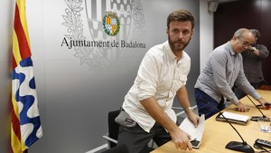 Un regidor de Badalona torna a Òmnium material del referèndum requisat per la policia local
