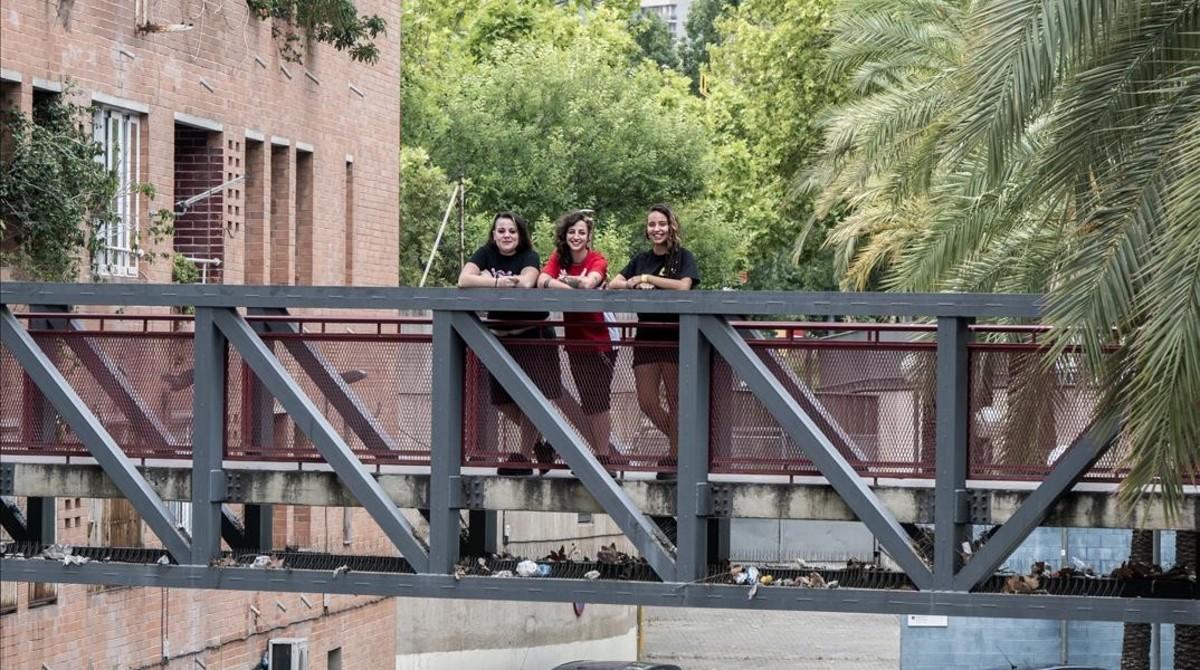 Anna, Paula y Sandra, tres chicas de Nou Barris en Nou Barris.