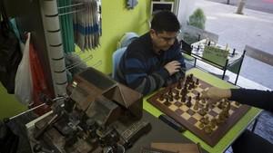 Rápido Gabi, donde se repara calzado y se juega al ajedrez.