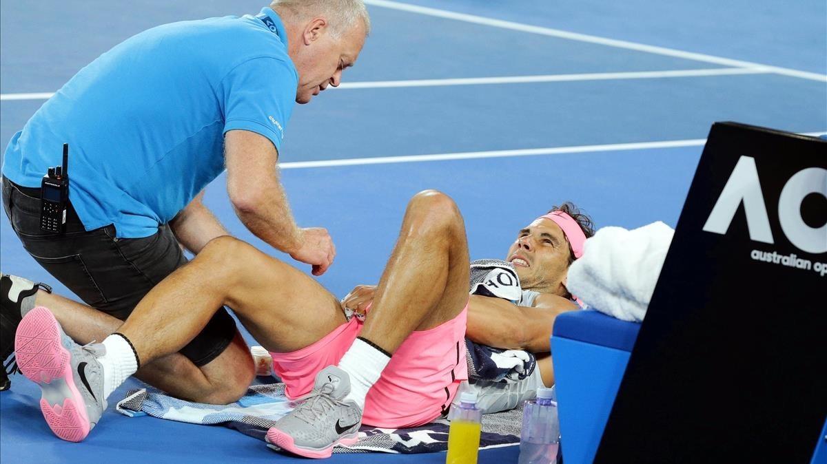El osteópata atiende a Nadal en el Open de Australia.