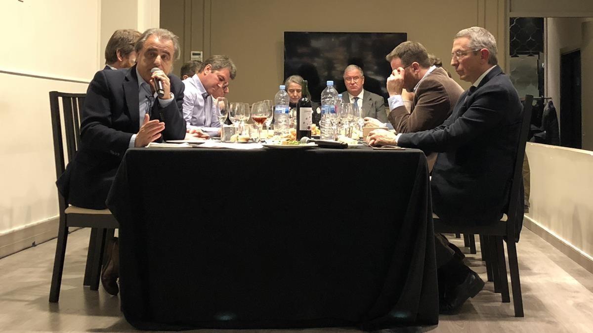 Acto celebrado en Barcelona por los amigos de Sandro Rosell. A la izquierda, el abogado Pau Molins.