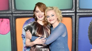 Las actrices Emma Stone y Julia Garner, en la presentació de la serie de Netflix 'Maniac'.