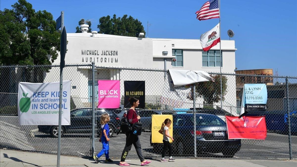 Imagen del Auditorio Michael Jackson, de la Gardner Street Elementary School, en Hollywood.