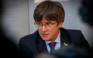 Puigdemont ataca ERC i la CUP per fer 'performances' i preferir la divisió