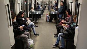Tren de la línea 4 del metro de Barcelona, este miércoles, sobre las 13 horas.