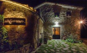 Este mes de abril, el turismo rural Mas Regort de Vallfogona de Ripollès ha cumplido diez años. En plena pandemia se han visto obligados a posponer la celebración con sus clientes.