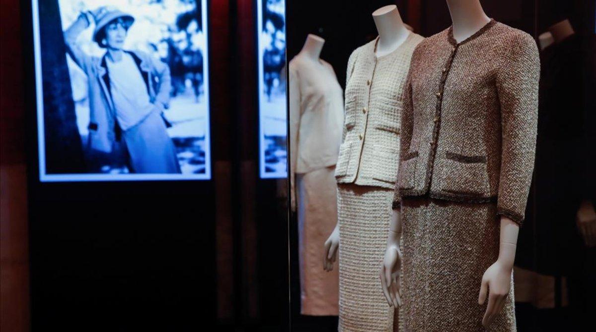 Algunas de las creaciones de Chanel, en la exposición.