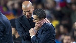 Zidane bromea con Valverde tras el clásico del Camp Nou.