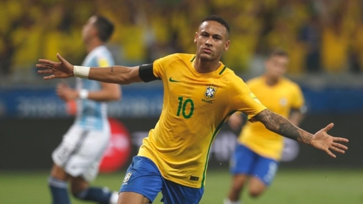Neymar celebra un gol con Brasil