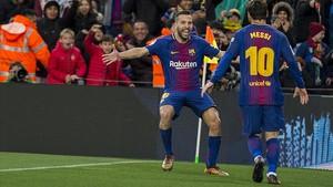 Messi celebra con Alba el primer gol del Barça ante el Celta