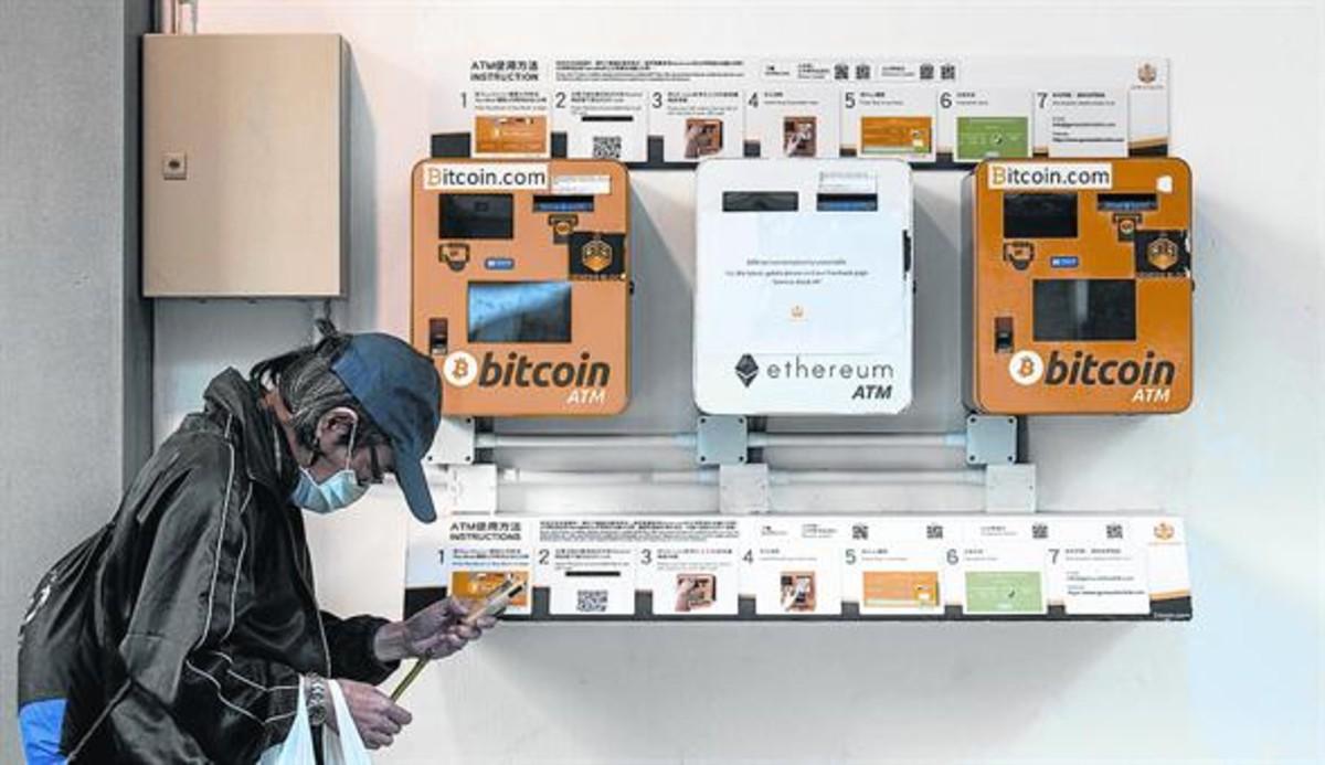 Cajeros automáticos 8Terminales de Bitcoin ATM y Ethereum ATM en Hong Kong, a mediados de diciembre.