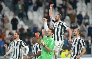 Los jugadores de la Juve celebran su triunfo sobre el Atalanta en la Serie A el pasado miércoles