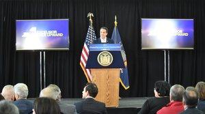 BRENTWOOD (NY, EEUU),El gobernador de Nueva York Andrew Cuomo, donde aparece mientras habla durante un acto para anunciar su lucha en contra del MS-13 en Long Island, la violenta pandilla que se ha cobrado la vida de unos 17 jóvenes en esa localidad desde 2016. EFE/Kevin P. Coughlin/Oficina del gobernador Andrew Cuomo