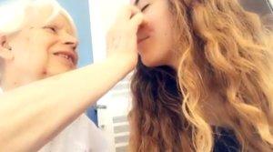 """L'emocionant vídeo d'una neta captant un moment de lucidesa de la seva àvia: """"No vull oblidar-te"""""""