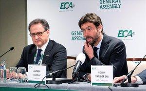 Agnelli, a la derecha, junto al secretario, Centenaro, en la clausura de la asamblea de la ECA